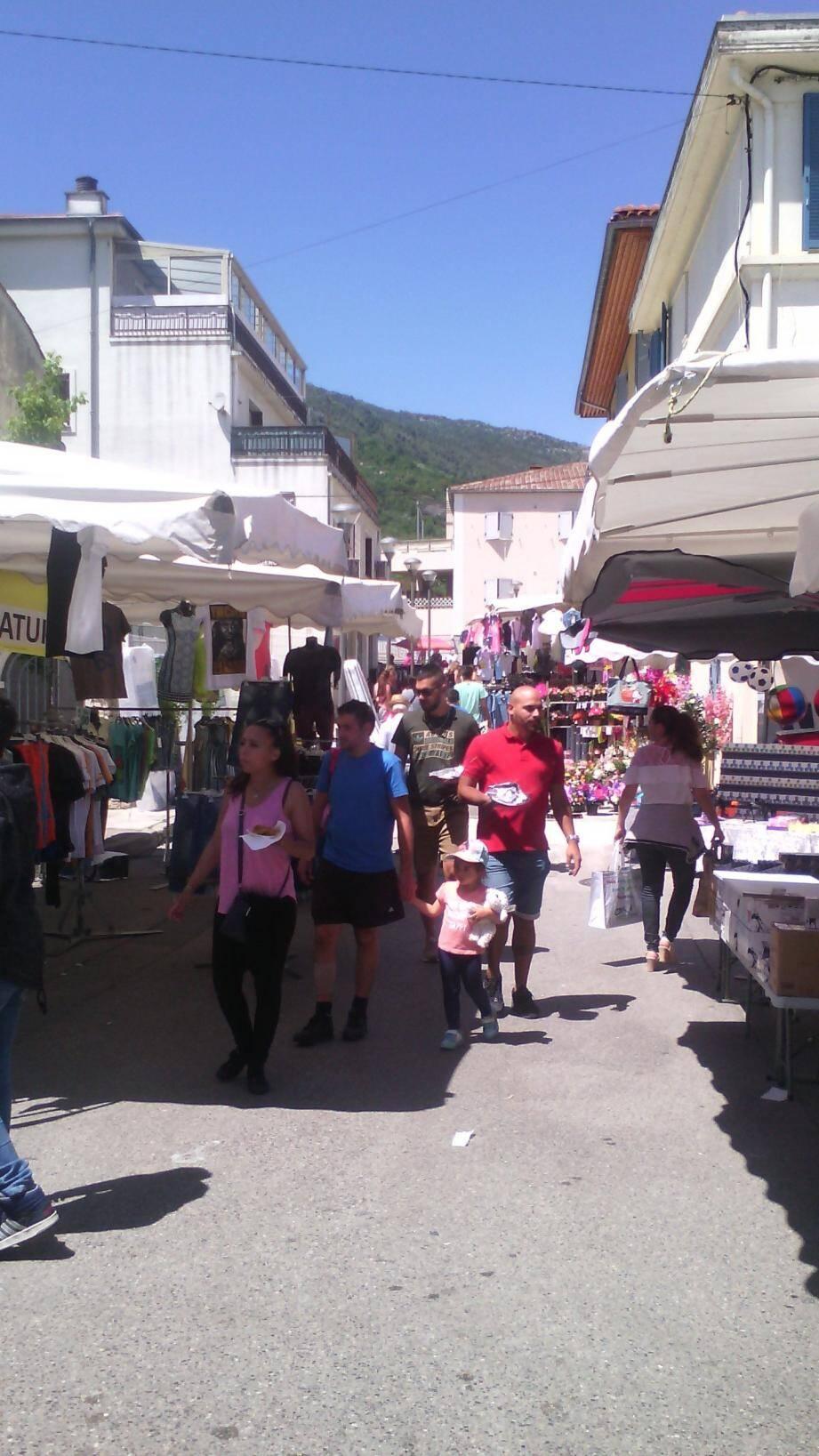 Comme chaque année, la foire des Paillons à Contes fait le plein de visiteurs.