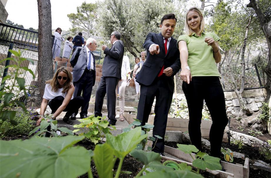 Le conseiller de gouvernement-ministre de Affaires sociales et de la Santé a visité le potager avec Jessica Sbaraglia, fondatrice de Terre de Monaco.