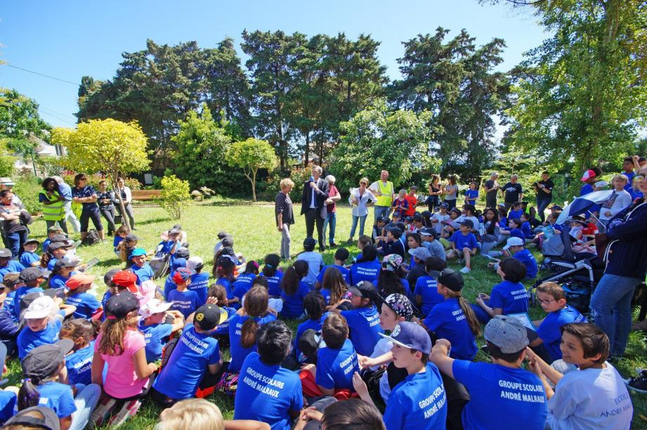 Les 300 enfants du groupe scolaire André-Malraux ont profité du soleil pour découvrir la nature vendredi à Cap-d'Ail.
