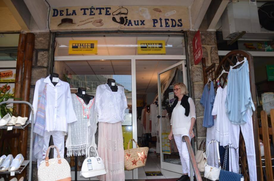 «La Poste relais» se trouve à la boutique de prêt-à-porter, maroquinerie et chaussures «De la Tête aux Pieds», située au 3 bd des Moneghetti.
