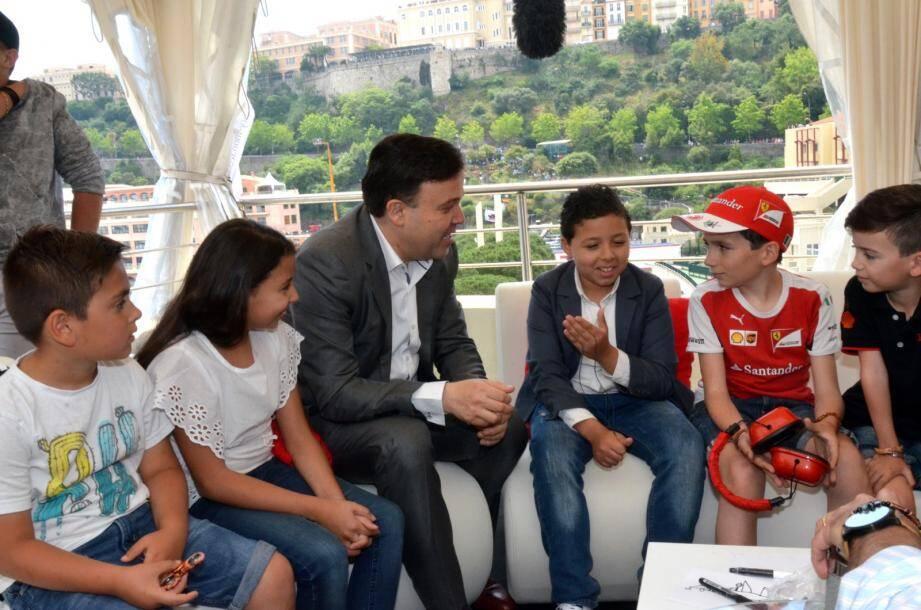 Sur la terrasse de L'Albatros, en fin de matinée, Stéphane Valeri était auprès des jeunes réunis par l'association Monaco Liver Disorder.(DR)