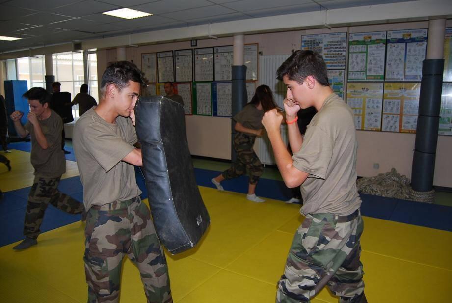Parmi les activités proposées aux collégiens : une initiation au combat rapproché.