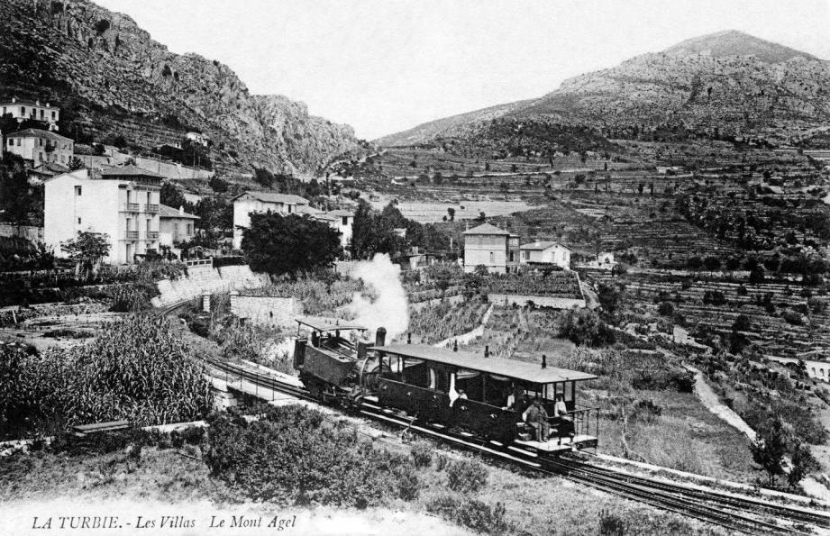 Arrivée à la gare de La Turbie  en 1910. (Document collection Jean-Paul Bascoul)