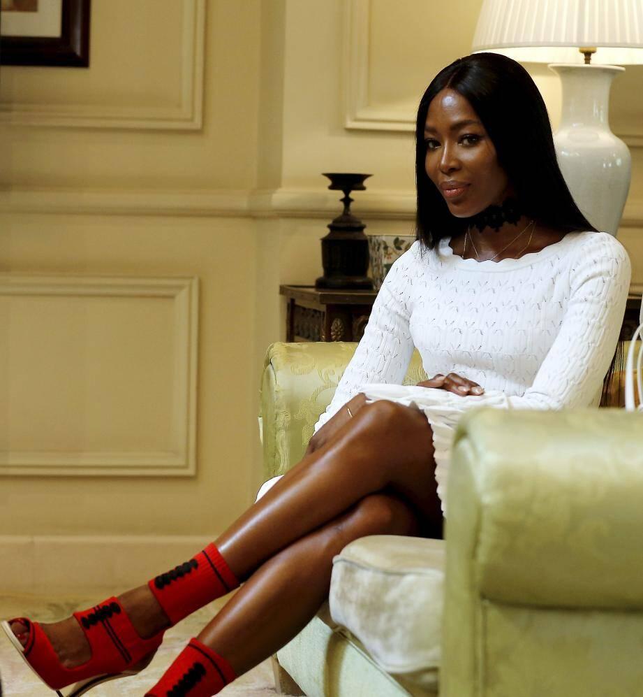 La star des podiums photographiée dans sa suite de l'hôtel Hermitage. Elle était en Principauté pour le ePrix et a insufflé une dose de glamour à l'événement.