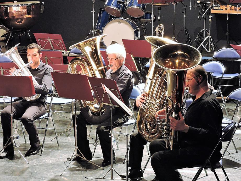 L'Ensemble des Tubas d'Ollioules est venu prêter main-forte à l'Harmonie La Renaissance pour un concert au profit des personnes polyhandicapées de l'association Cap sur le Partage.