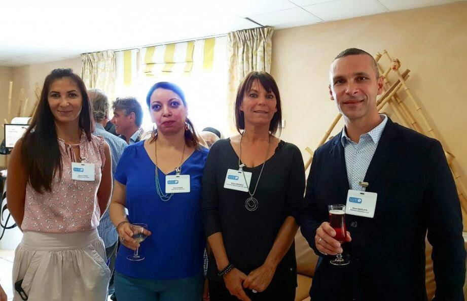 Le nouveau directeur de l'EHPAD, entouré d'une partie de ses collaboratrices.(DR)