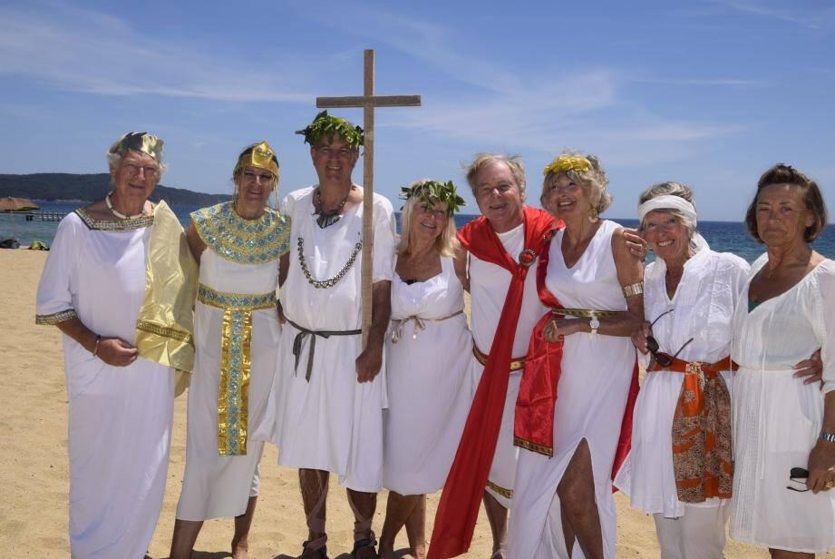 Quelques adhérents ont joué le jeu lors du pique-nique «Saint-Constantin» au Débarquement. Pourquoi pas un défilé l'année prochaine !