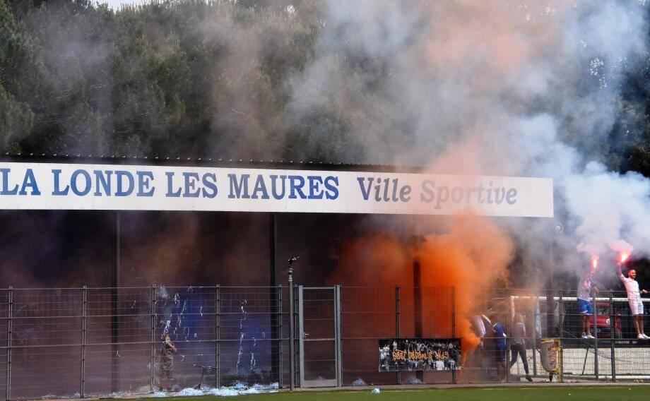 La future tribune Pierre-Alibert, déjà bien adoptée par les jeunes footballeurs londais en coupe du Var.