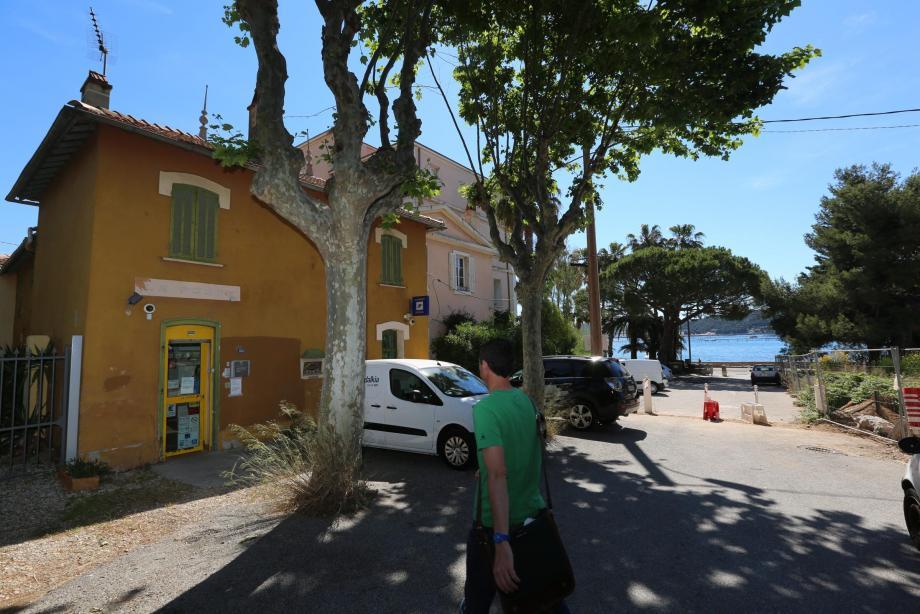 L'un des quatre bureaux de poste seynois - le plus atypique - est situé à Tamaris.