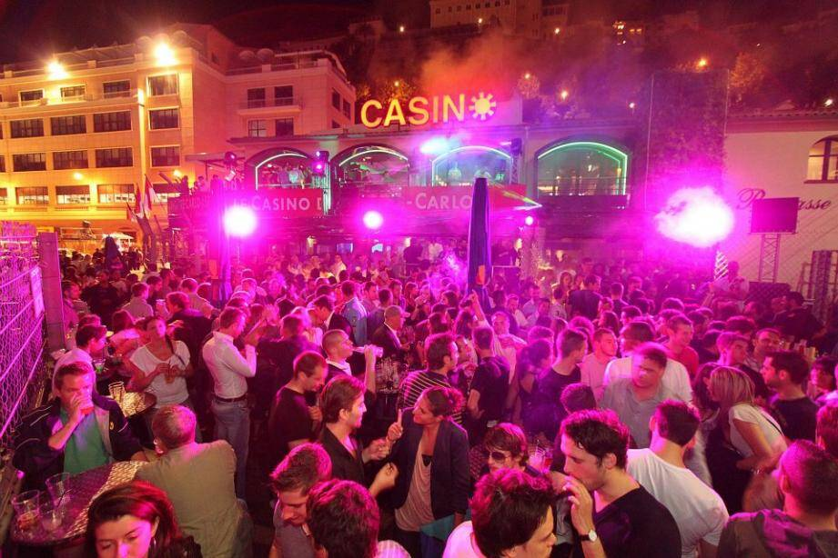 Les nuits sont chaudes à Monaco.
