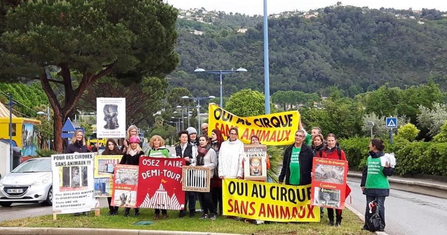 Manifestation à Carros contre le cirque Muller.