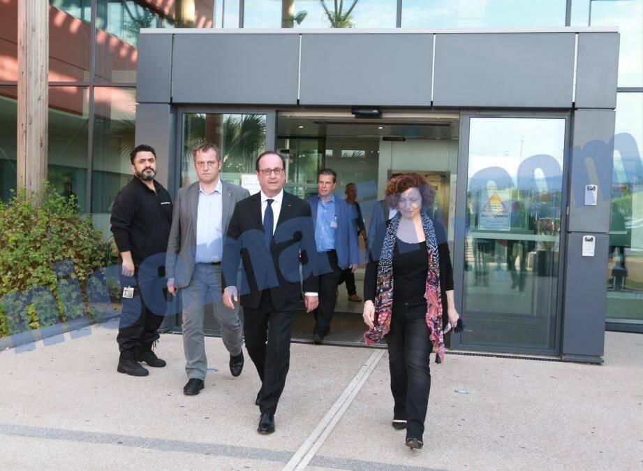 François Hollande lors de sa visite à l'hôpital, mardi.
