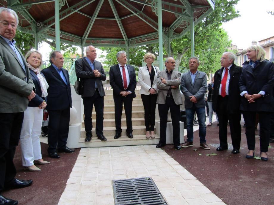 Le maire des Arcs, Alain Parlanti, entouré d'un beau panel d'élus.