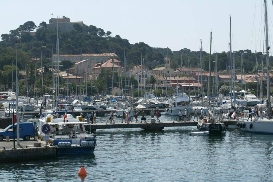 Le port de Porquerolles, un haut lieu de la navigation de plaisance.