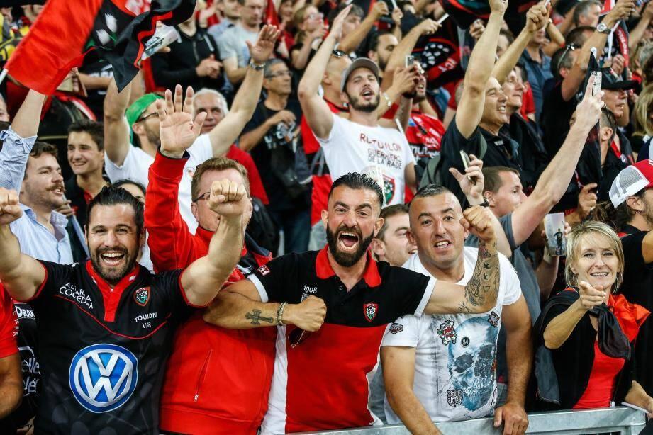 Des supporters lors de la demi finale La Rochelle Toulon au stade Orange Vélodrome
