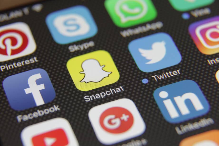 Twitter rattrape son retard sur Snapchat, Facebook et Instagram