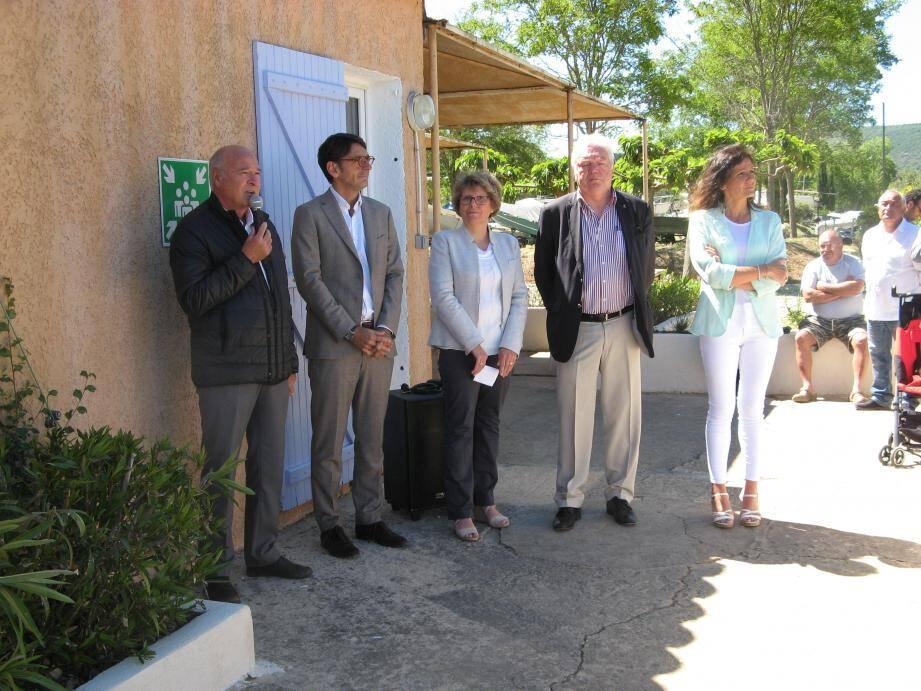 Jean Bacci, aux côtés d'Olivier Audibert-Troin, député, de Denise Guigues, maire, Nathalie Perez-Leroux et Louis Reynier, conseillers départementaux.