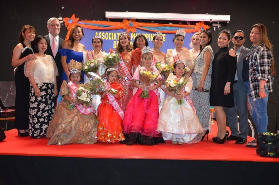 L'élection fut difficile pour le jury, devant les toutes charmantes candidates aux robes somptueuses.