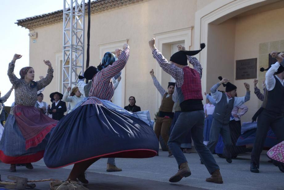 Les troupes, venues du Portugal et de PACA, vont inaugurer, comme l'an passé, la scène du forum pour ces premières grandes festivités estivales.