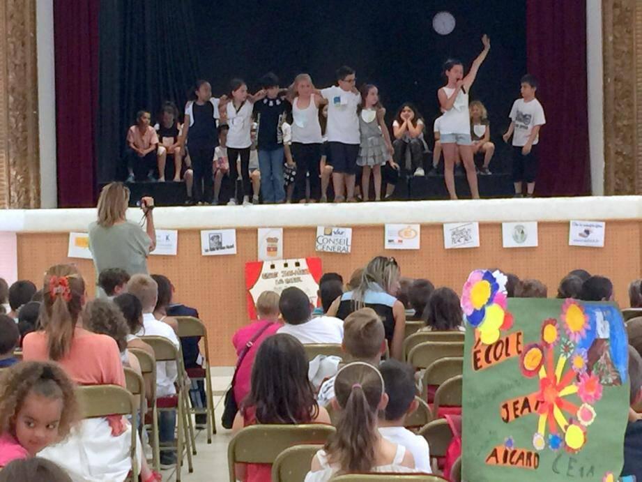 Plus de 350 écoliers se sont lancés un défi slam pour ce huitième festival Jean-Aicard de la poésie vivante.