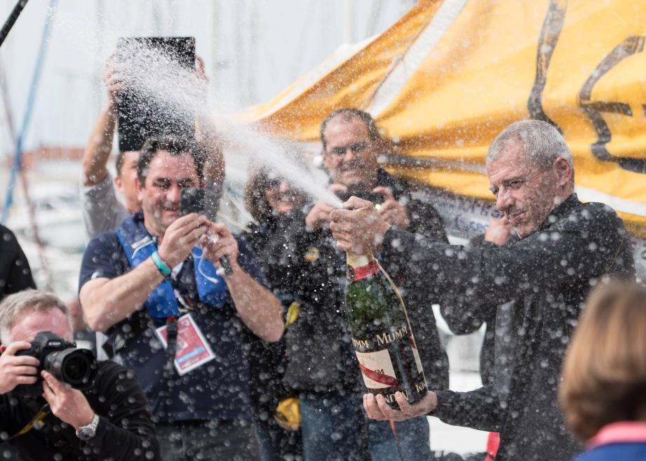 Ce sera champagne pour Seb Destremau dans la rade de Toulon.