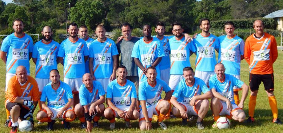 Les finalistes du tournoi, au moment d'entamer l'ultime partie.