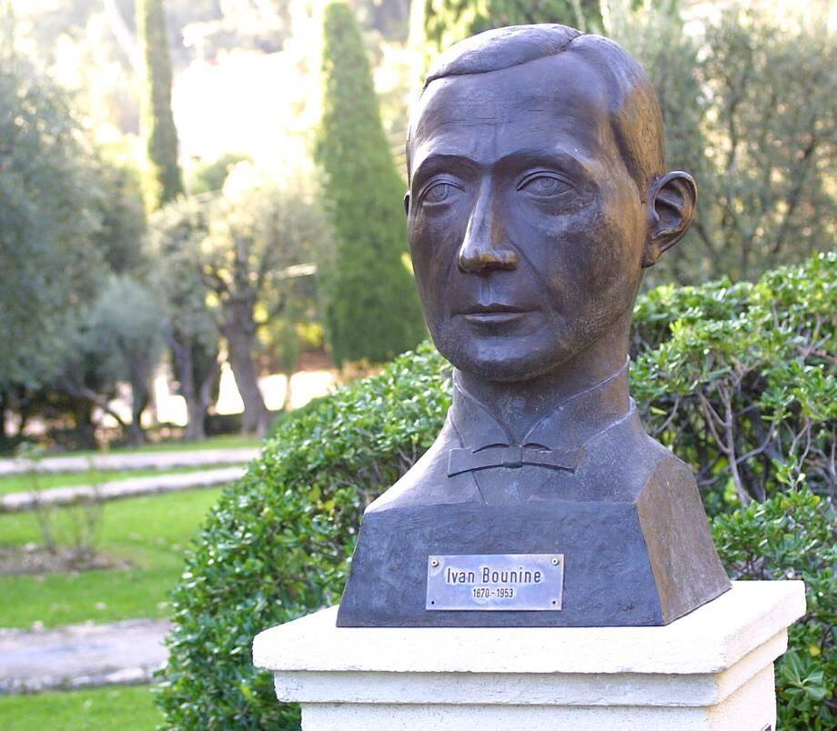 Un premier buste de l'écrivain russe est installé dans les jardins de la Princesse Pauline.