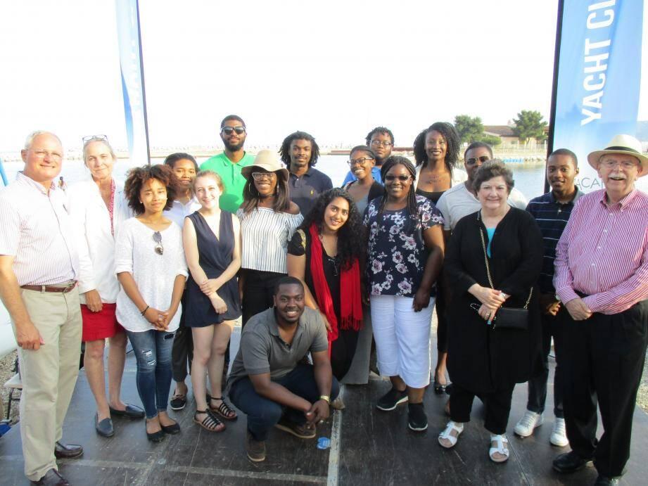 Les étudiants architectes américains ont été accueillis jeudi soir au Yacht Club de Toulon par Kevin Little, président de France Etats-Unis (à gauche) et ont participé à une soirée jazz.