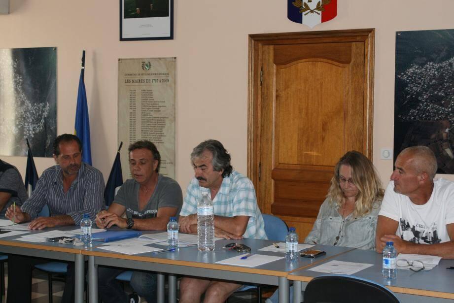 Le président du conseil d'exploitation de la régie assainissement Hervé Rippert (au centre) a présenté les délibérations s'y rapportant.