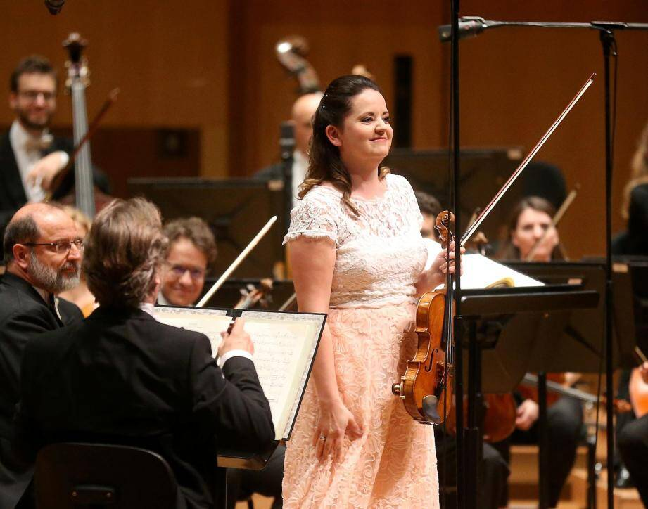 La jeune violoniste de Lettonie Baiba Skride et son violon qui était un authentique Stradivarius.