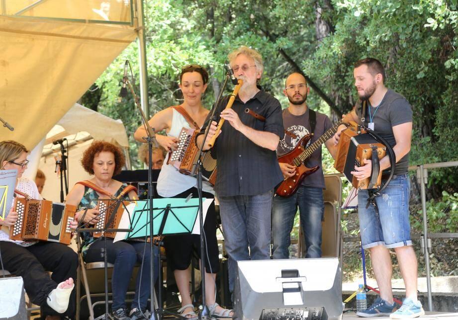 Des bords de l'Argens aux différentes scènes dans le village, les festivaliers ont déambulé au rythme d'horizons musicaux venus du monde entier.