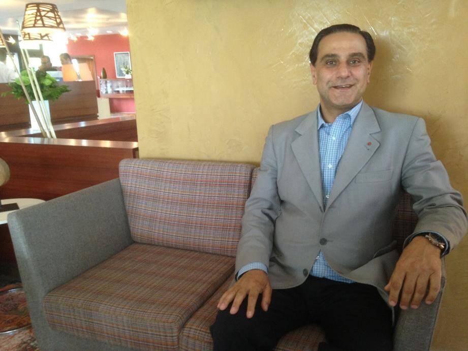 Elie Hatem, d'origine libanaise, dit posséder un réseau de connaissances impressionnant au Proche et Moyen-Orient.