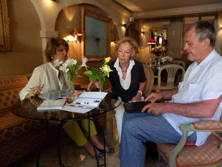 Catherine Paley-Vincent, Simone Duckstein et François Michiels à la Ponche en pleine préparation.