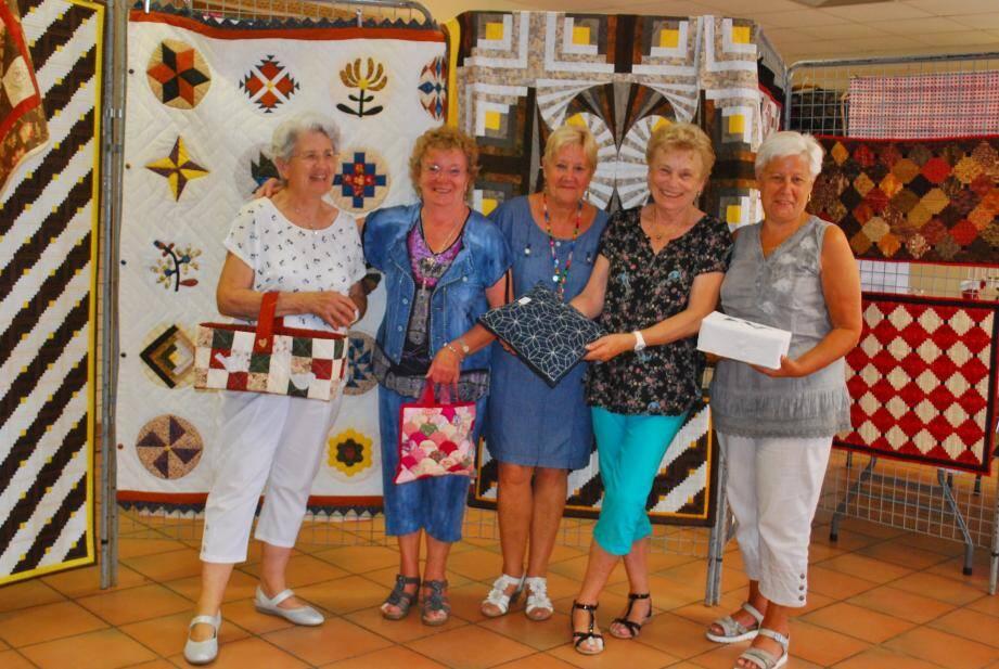 Ces dames exposent leurs travaux de patchworks et de boutis à la maison des associations jusqu'au lundi 5 juin.