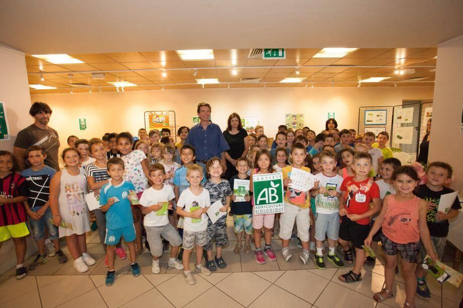 Jean-Charles Noell du Biocoop salernois a expliqué sa démarche aux élèves de l'école Emile Zola, transmettant son enthousiasme à ces éco-consommateurs en herbe.