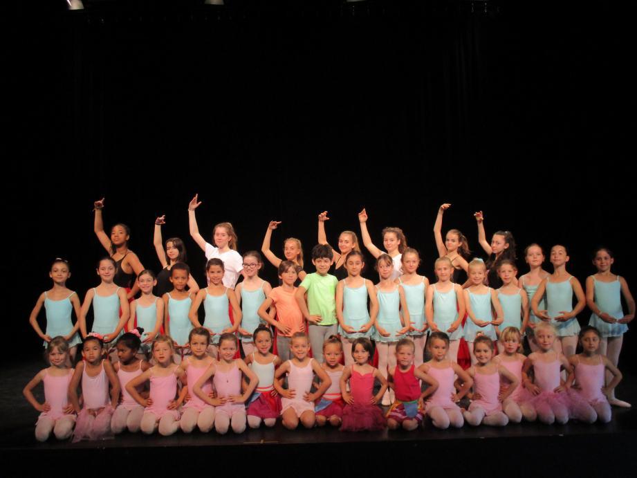 Le travail de toute une année de ces jeunes danseurs a été récompensé par de chaleureux applaudissements.