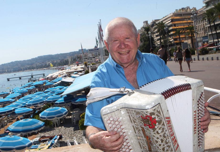 Henri Biagini, dit Riri, a fait danser des générations d'amateurs de musette au son de son accordéon, vieux complice nacré.