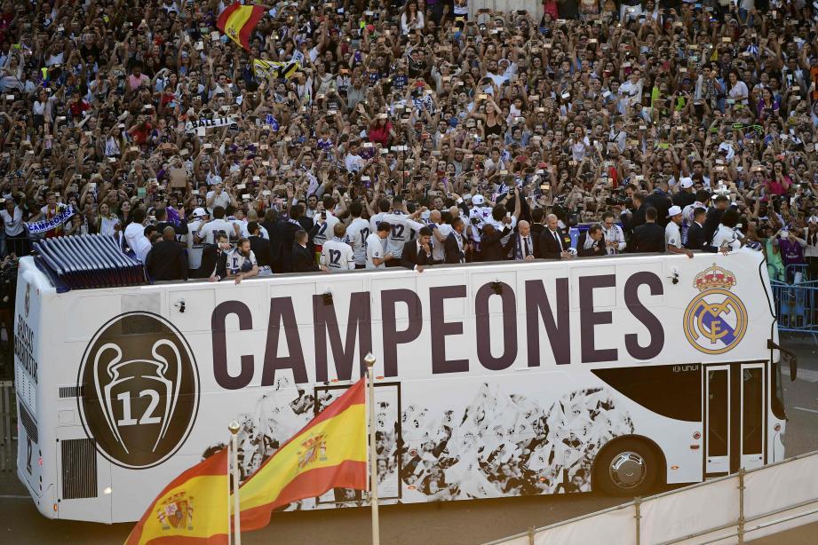 Des dizaines de milliers de fans ont attendu le bus des champions d'Europe, place Cibeles...