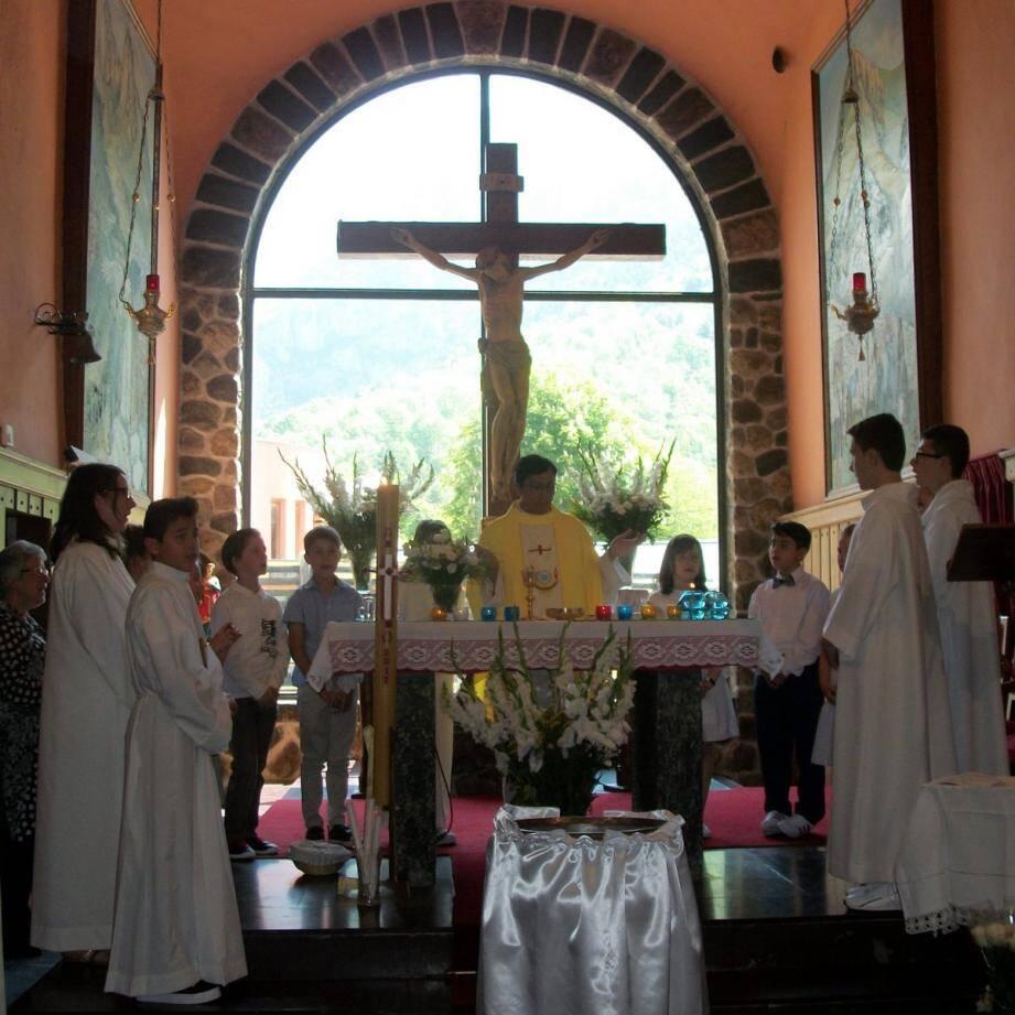 Quelques jeunes Fontanais et leurs catéchistes se sont retrouvés dans l'église Saint-Michel de Tende.