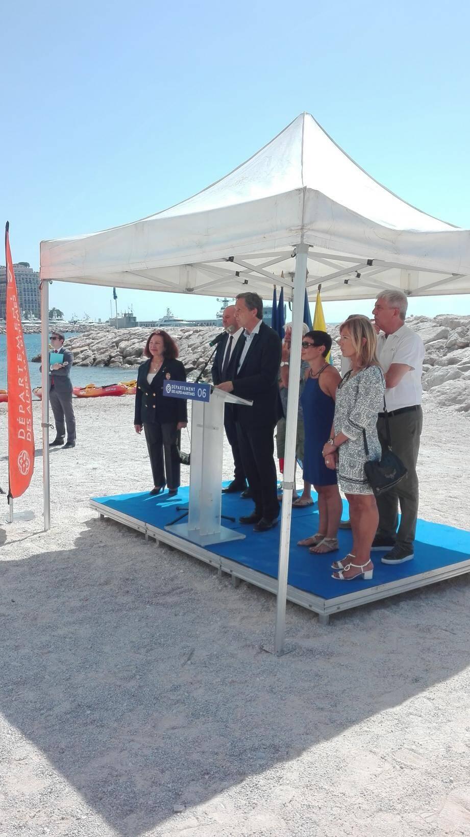 La 12e tournée Handi Voile 06 a été lancée, hier sur la plage Marquet, juste après une allocution de Xavier Beck, maire de Cap-d'Ail et représentant d'Eric Ciotti pour l'occasion.