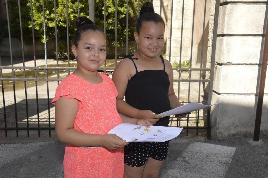 Comme Maïssa et Ines, questionnaire en main, les enfants ont été nombreux à venir hier matin à Gambetta pour s'inscrire au rallye sur le thème du Patrimoine matériel et immatériel de la ville de Grasse.