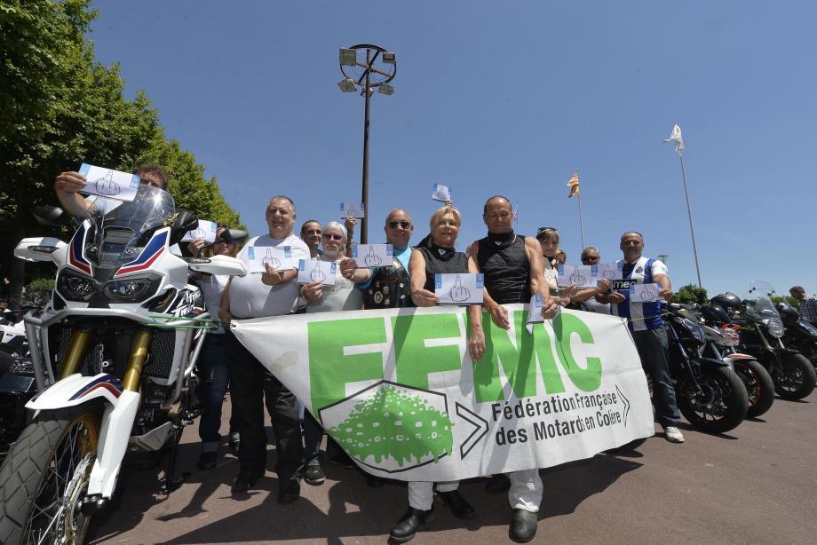 Les motards ont manifesté sur le Cours avant de rallier Nice, via Cannes et Antibes.