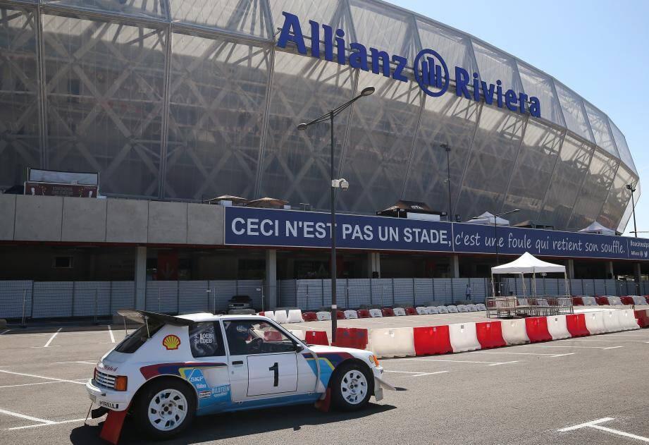 Grâce à la fabuleuse machine à remonter le temps de Christophe Vaison, la Peugeot 205 T16 et l'Audi Quattro S1 crachent le feu ce week-end à Nice comme autrefois sur les pentes du col de Turini...
