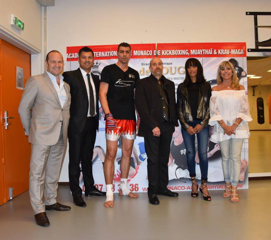 De droite à gauche : Félicia Pouget, Cécile Gelabale, Gabriel La Ruffa, Gregory Grossi, Thomas Brezzo et Claude Pouget.