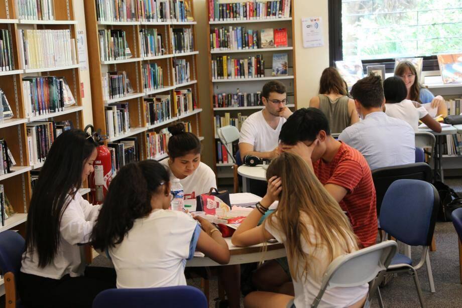 Les lycéens révisent à la médiathèque Louis-Notari pour être prêts ce jeudi matin, premier jour des épreuves du baccalauréat 2017.