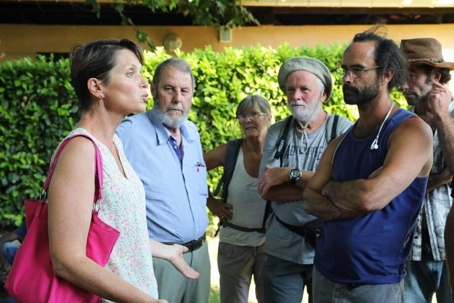 Le maire Marie-Christine Thouret, qui a ouvert le camping aux migrants avec accès à l'eau et sanitaires, aurait souhaité les accueillir dans de meilleures conditions.