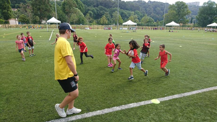 Arbitrés par des membres de l'ESVL rugby, le club villeneuvois, les 500 écoliers ont disputé le tournoi dans une excellente ambiance.
