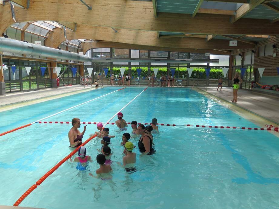 Les élèves de Tende à la piscine de Breil.