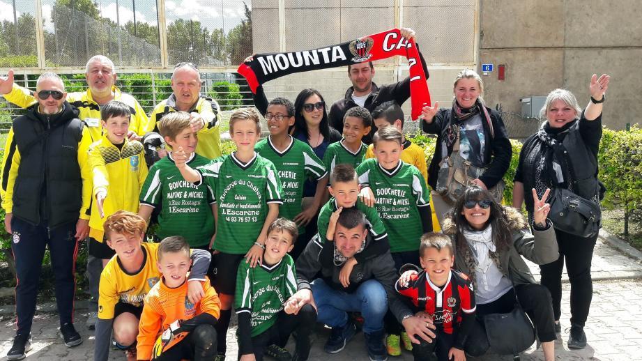 Les jeunes footballeurs sélectionnés pour le tournoi international d'Aimargues (Gard), accompagnés par les dirigeants et les parents.(DR)