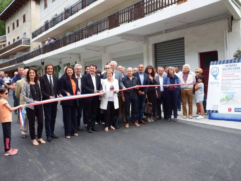 Les travaux ont été inaugurés en présence de Colette Fabron, maire de la commune, et de Christian Estrosi, président de la Métropole.